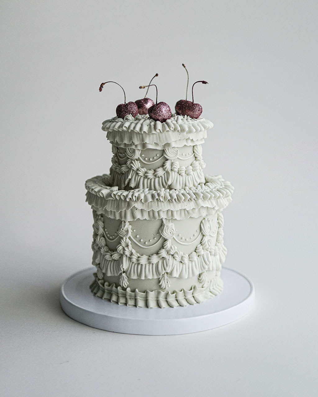 small wedding cakes  - exquisite sugary creations baroque-inspired setting